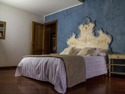 Photo for Spacious and precious apartment, to live a dream in the heart of Venice