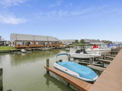 Photo for FREE DAILY ACTIVITIES!!! LINENS INCLUDED*!  BRING YOUR BOAT!!! Outdoor Pool!  Crab Cove is a three-level, canalfront townhome located on the bayside