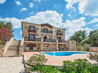 Photo for A villa that sleeps 12 guests  in 4 bedrooms