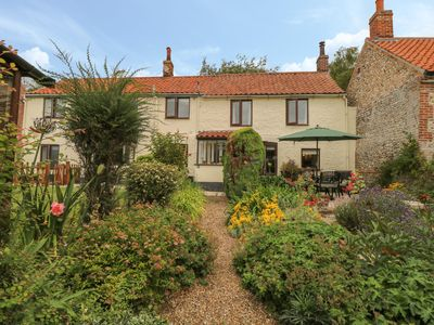 Photo for Primrose Cottage, STIFFKEY
