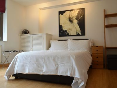 Photo for Smart City of London studio, 4 minute walk to Tower Bridge,  lifts, wifi, sky