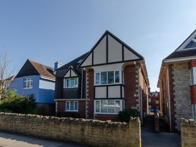 Photo for Happy Dayz - Two Bedroom Apartment, Sleeps 4