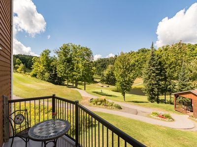 Photo for Condo with a golf course view, ski in/ski out and access to indoor/outdoor pool.