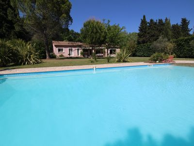 Photo for Near St-Rémy-de-Provence, holiday villa with nice pool. Dog welcome