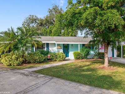Photo for Remodeled & Cozy, Only 1.7 miles to Siesta Key Bridge! Walk to Gulf Gate shops!
