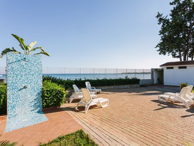 Photo for Bright flat in a wonderful beachfront villa - Fontane Bianche, Siracusa