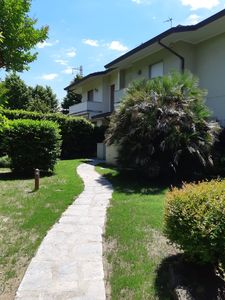 Photo for Villa surrounded by greenery in Forte dei Marmi