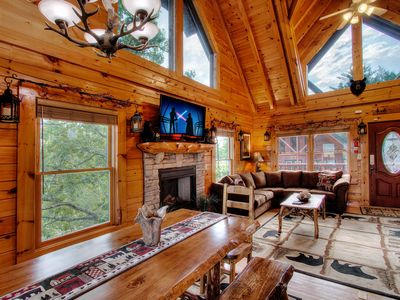 A+ Views&Location! 5/4 Lux Cabin /Game Rm/ Xbox/Hottub Pool