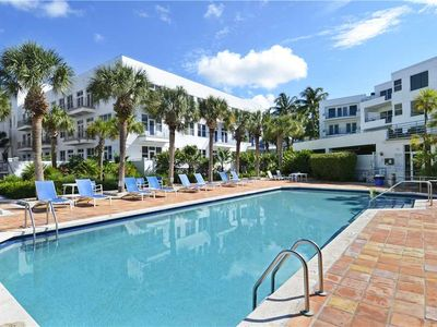 TRUMAN'S HIDEAWAY  Huge Patio, Grill, Shared Pool, Family Fun + Sunset View