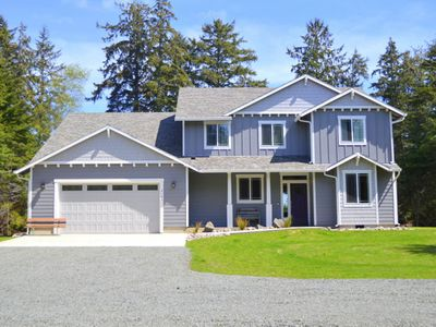 """Photo for HUGE house! Lake view,kayaks,HOT TUB, 150"""" Theater, Pets, 5 min to beach(Lak)"""
