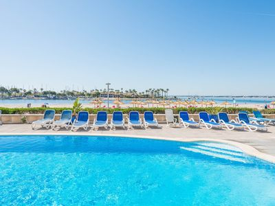 Photo for Air-conditioned Apartment Directly on the Beach with Pool, Terrace and Wi-Fi