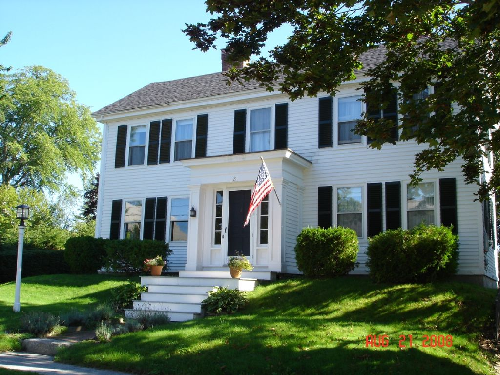 Classic in town sea captain 39 s home great fall escape too for New england homes com