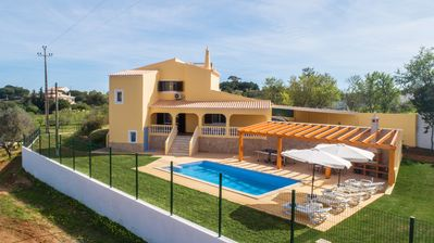 Photo for Casa Lombos Nova - wonderful new house with private pool, AC and pool table