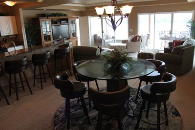 Dining room with seating for 6 and 4 more at the bar