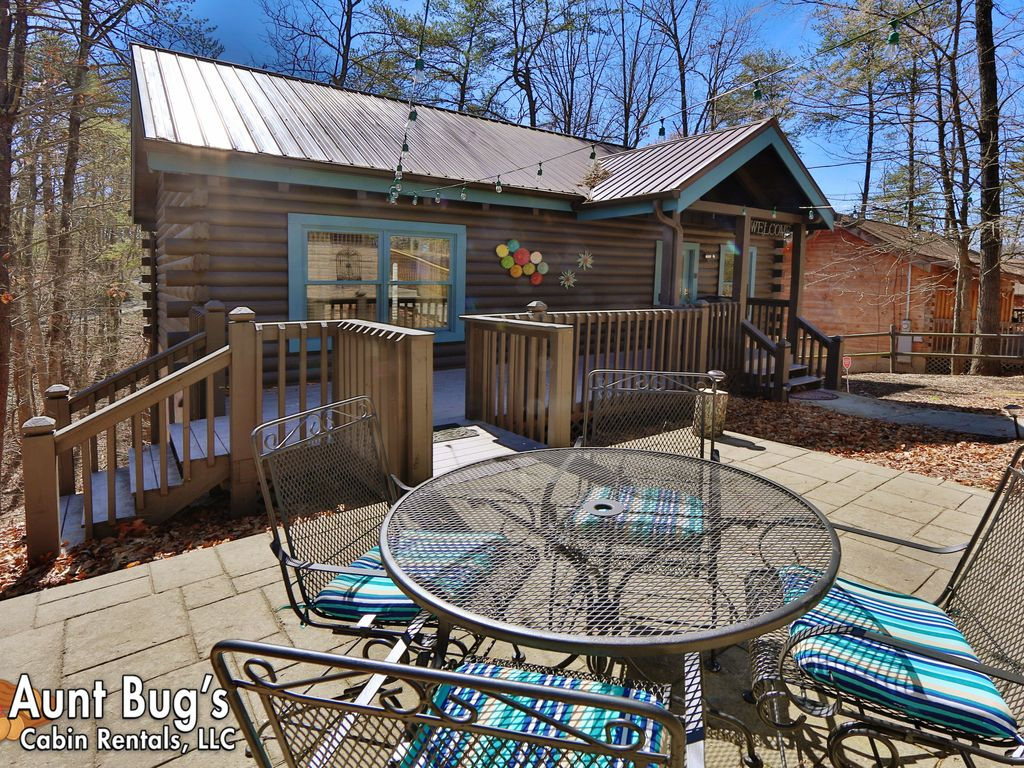 lik atttractions dollywood fireside forge tennessee area and woodridge to chalets pigeon rentals great chalet riverfront cabin convenient vacation pet aqaurium cabins twobedroom friendly rental
