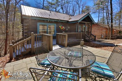 2 Bedroom Pet Friendly Cabin With Game Room Only A Mile From Pigeon Forge Pigeon Forge