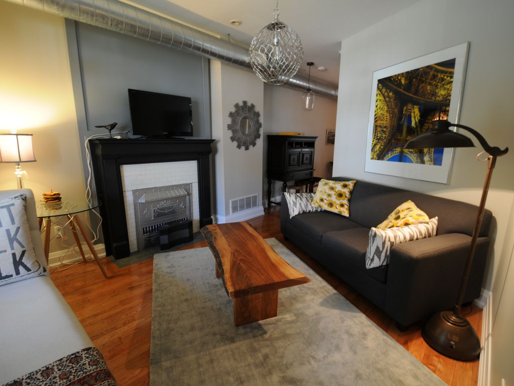 Modern Luxury 1 Bedroom, Plus Sofa Bed Main Floor Unit In High Park