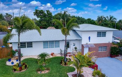 Photo for Newly remodeled 5bedrooms 4.5bath with heated pool & jacuzzi, 9mins to the Beach