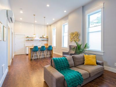 Photo for Charming 2 Bedroom Apartment Near Downtown