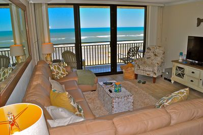 Living room with beach view. 55' smart HDTV with free Netflix. Jawbone bluetooth