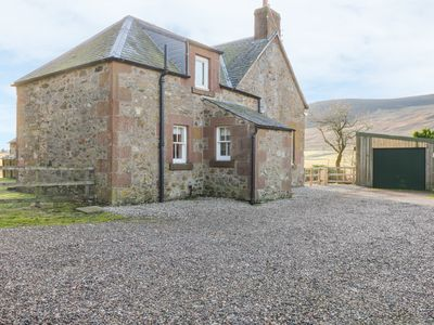 Photo for WHITE HILLOCKS FARM HOUSE, pet friendly in Kirriemuir, Ref 968749
