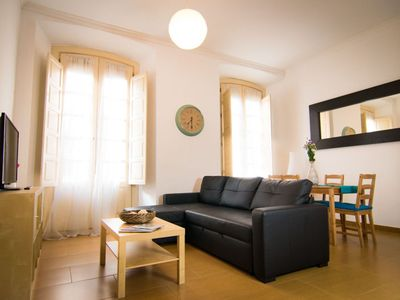 Photo for Cordoba B apartment in Centro with WiFi, air conditioning, balcony & lift.