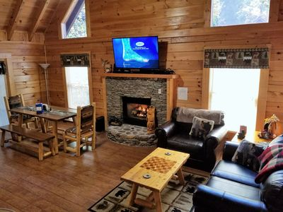 Log Cabin near the Parkway; Five Star Clean/Sanitized; No Contact Entry