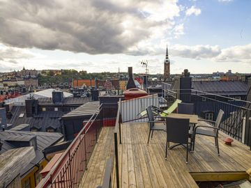 Giant 4 Level Penthouse In Old Town + Rooftop View