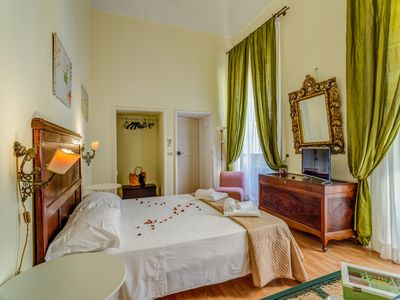 "Photo for Lecce, Piazza S. Oronzo, ""Green suite"" in historic building, 4 people"