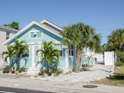 Photo for Blue Water Cottage - Walk To The Beach , Shops, Dining & Water Sports