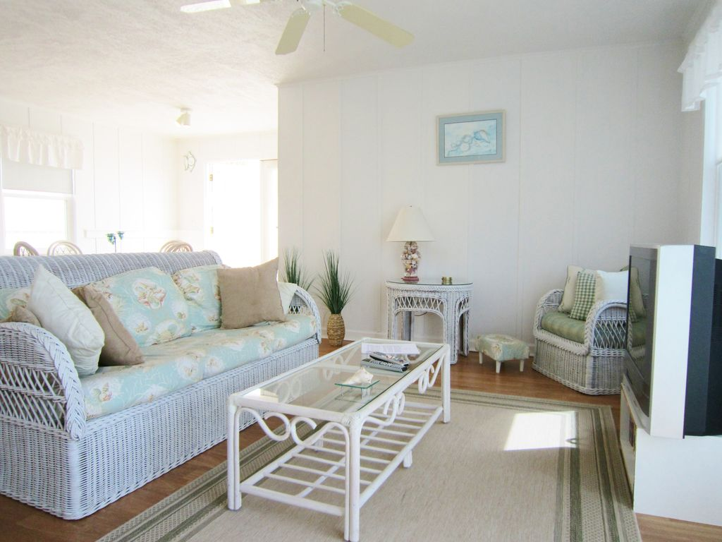 Crows Nest -- upstairs oceanfront unit!