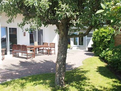 Photo for Beautiful cottage with sauna, fireplace, 3 bedrooms, 2 bathrooms, garden and sun terrace!