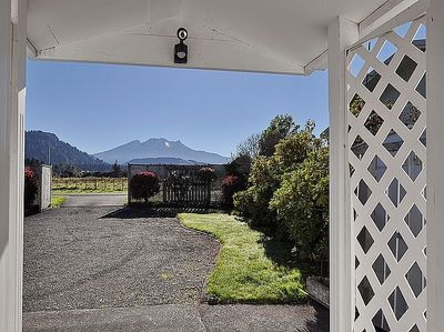Shannon Cottage - Ohakune Holiday Home - Mountain Views
