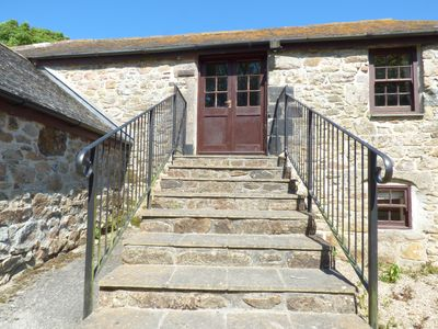Photo for THE GRANARY, family friendly, with pool in Marazion, Ref 955756
