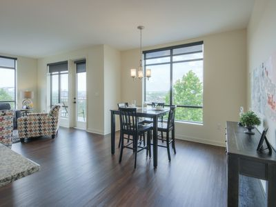 Photo for Luxurious Downtown Corner unit 2 bed 2bath-City and River Views-Corner Unit-#220
