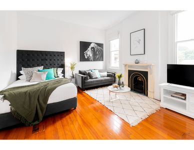 Photo for Cosy nook in inner-city Victorian mansion