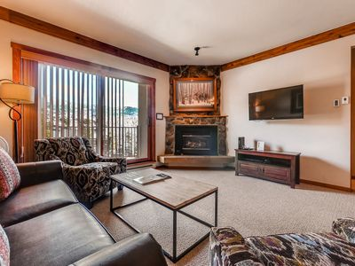 Photo for Lovely mountain condo w/ shared pool & hot tub, just steps to gondola