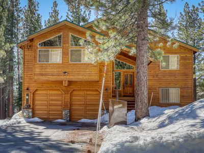 Photo for Cozy mountain home w/ a full kitchen, furnished deck, & gas grill
