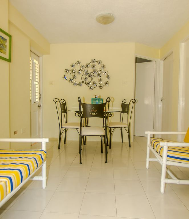 bedroom executive suite apartment near golf course and miami beach