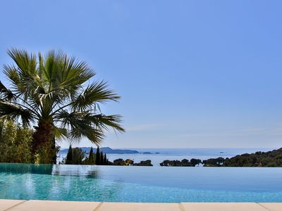 Photo for Villa in private domain with breathtaking views of the Giens peninsula