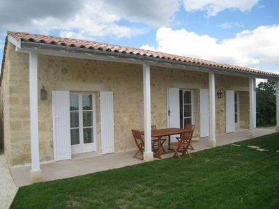 Photo for Cottage 2 to 4 people, in vineyard and near Bordeaux.
