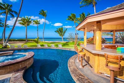 Outdoor Dining and Poolside Cabana with Grill