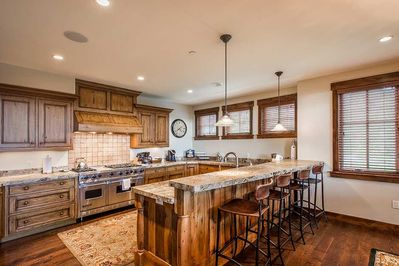 Spacious Gourmet Kitchen with Seating for 4 at the Kitchen Bar