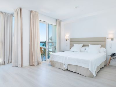 Photo for Apartment with shared pool, near the beach