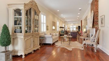 Parisian Luxury close to TULANE, LOYOLA, Uptown & Oak Street!