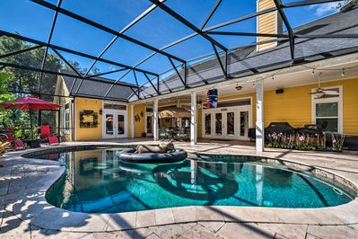 Have a relaxing trip at this vacation rental apartment in Lake Mary!