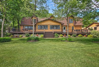 Lakefront living at its best at this Nisswa vacation rental!