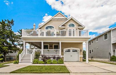 Photo for 3 level floor plan with plenty of room for the family.  5 bedrooms and 5 baths (3 bedrooms are private suites with their own baths).
