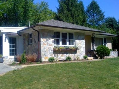 Photo for Beautifully Decorated 2 Bedroom Cottage with a Large Yard.