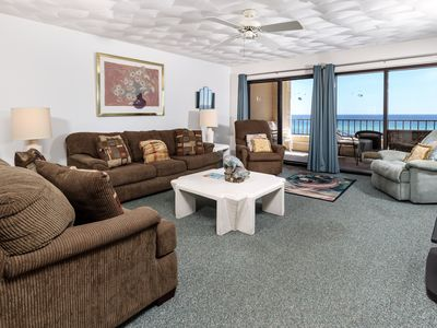 Photo for Surf Dweller 409: Great unit ~ CHEF friendly ~ Free beach CHAIRS & UMBRELLA~